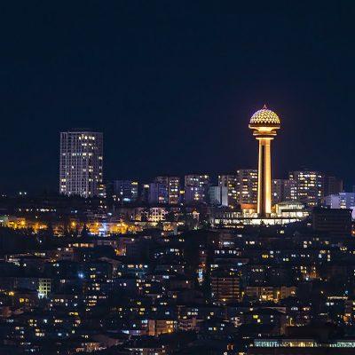 ночная Анкара и башня Атакуле