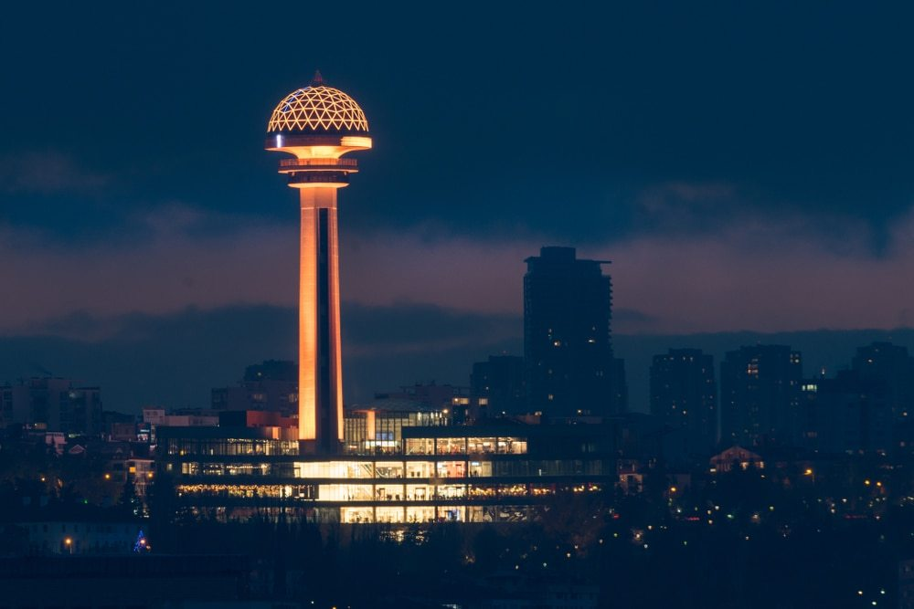 Башня Атакуле в Анкаре ночью