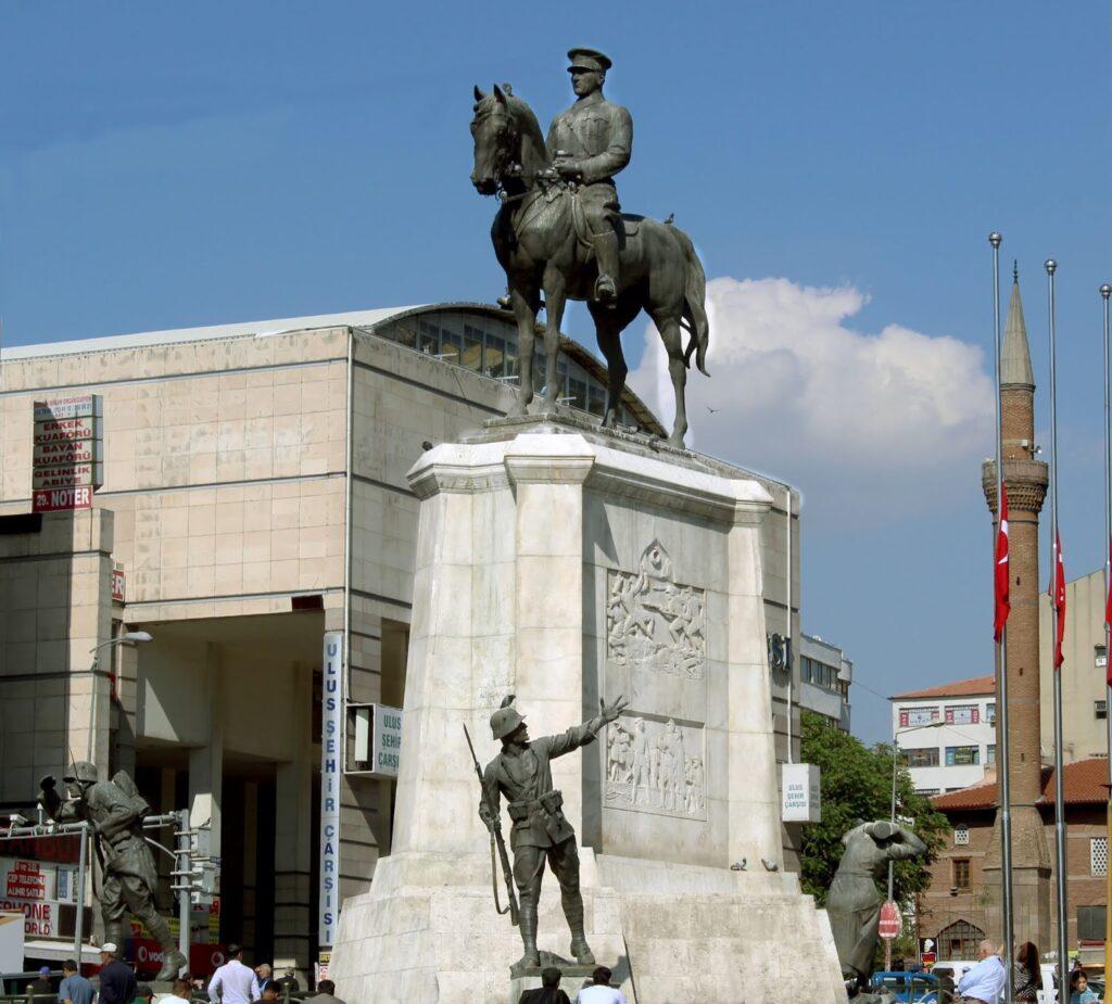 Монумент Победы в Анкаре