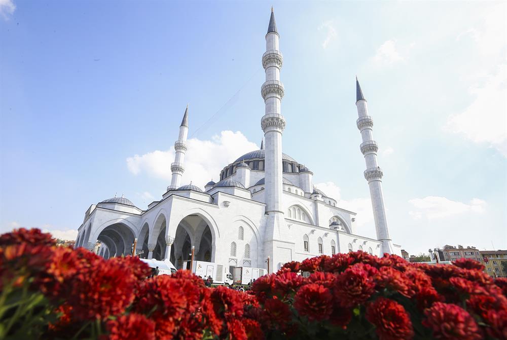 Мечеть Мелике Хатун в Анкаре сбоку