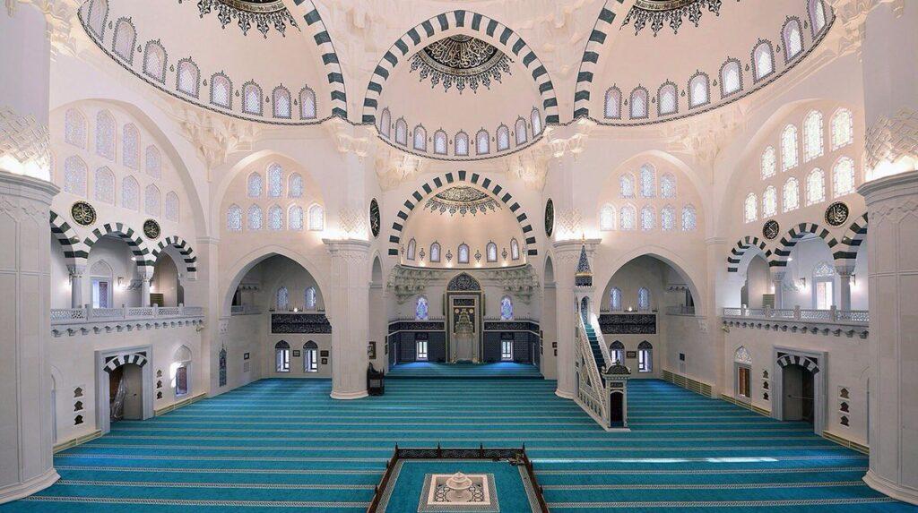Мечеть Мелике Хатун в Анкаре изнутри