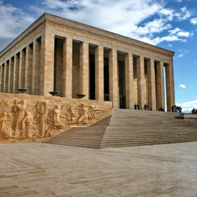 Барельеф на стене музея Ататюрка