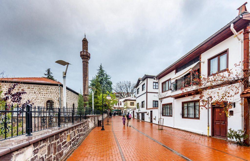 Старинные улицы в районе Улус в Анкаре