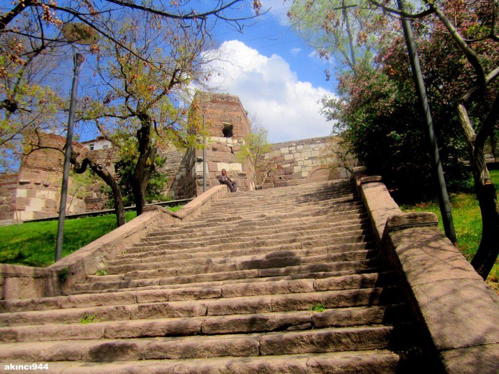 Ступени к крепости Хисар