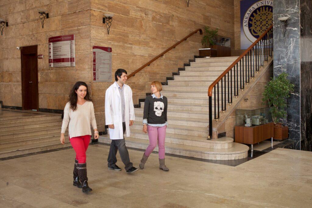 Студенты-медики в Анкарском университете