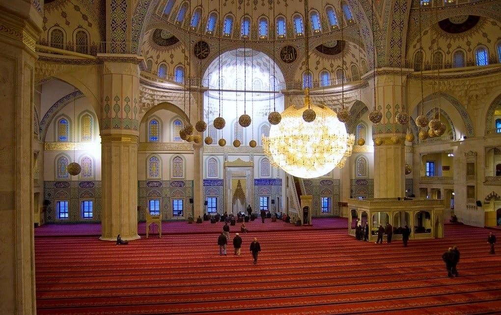 Интерьер мечети Коджатепе