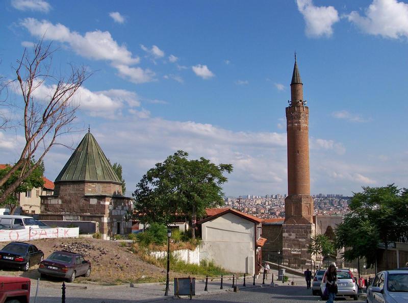 Усыпальница Ахи Шерафеддина и мечеть Арсланхане