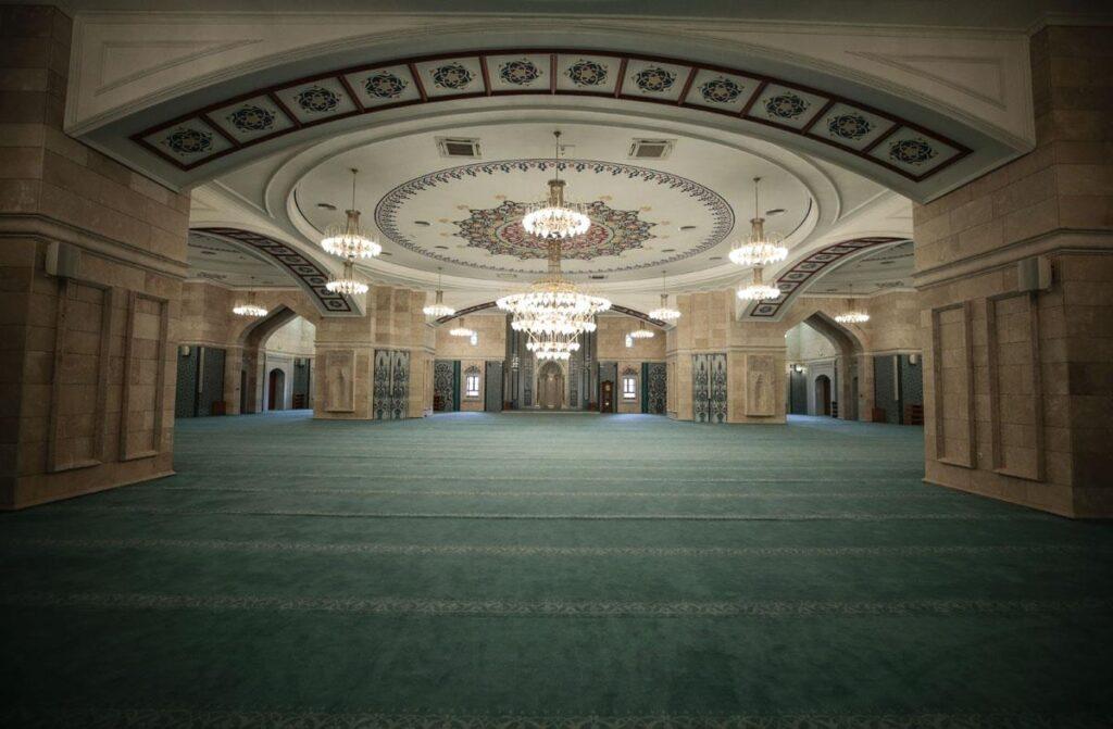 Интерьер мечети Северная Анкара