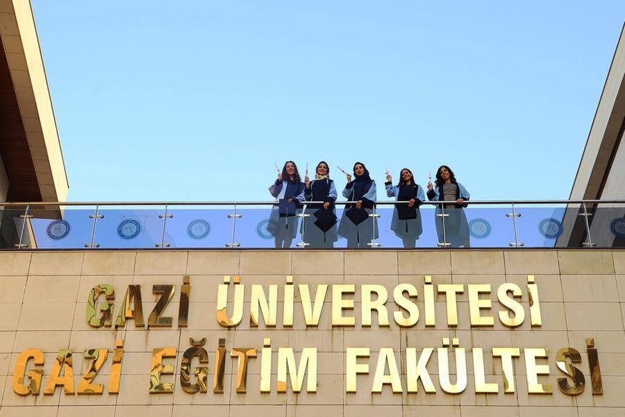 Выпускницы Университета Гази