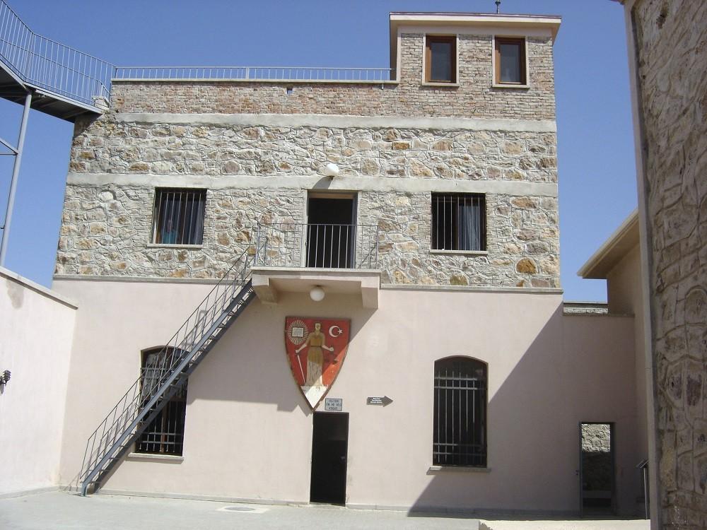 Во внутреннем дворе музея-тюрьмы Улуджанлар
